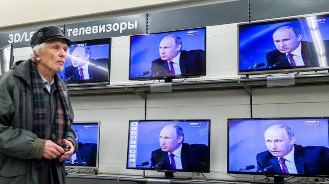 Путин в телевизоре.jpg